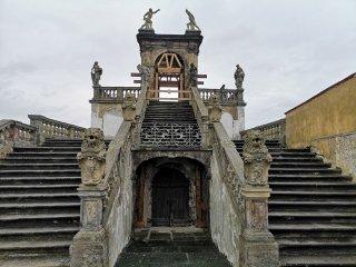 restaurovani-socharske-vyzdoby-glorietu-a-dolni-terasy-v-ruzove-zahrade